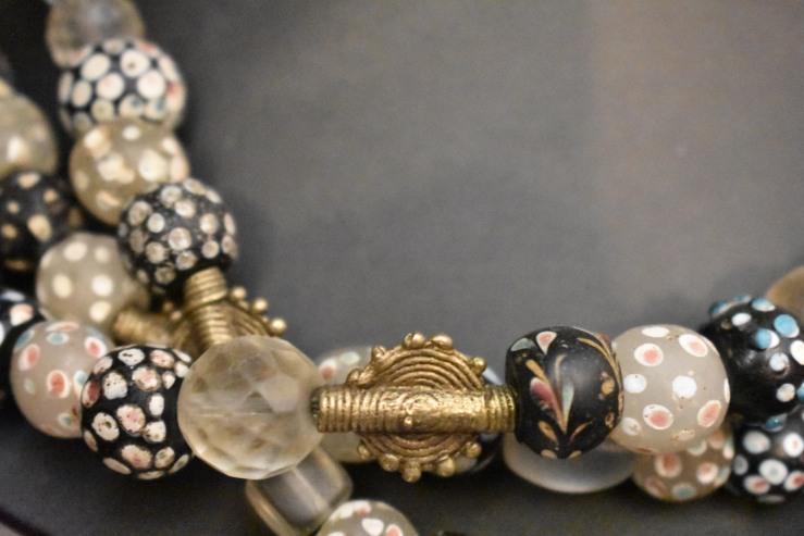 Agorai Antiquites Boutique D Objets Bijoux Et Textiles Ethniques A Carouge